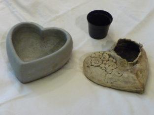 div. Pflanzgefäße in Herzform
