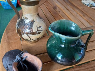 Vase, Krug und ein Latsch